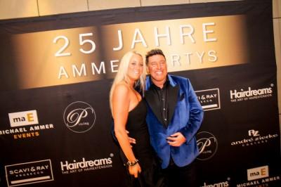 Michael-Ammer-mit-Freundin-Laura-400x266 in Fotos und Fakten honorarfrei: 25 Jahre Ammer Partys
