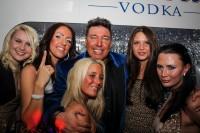 Michael-Ammer-mit-Freundin-Laura-und-Partygirls-200x133 in Fotos und Fakten honorarfrei: 25 Jahre Ammer Partys