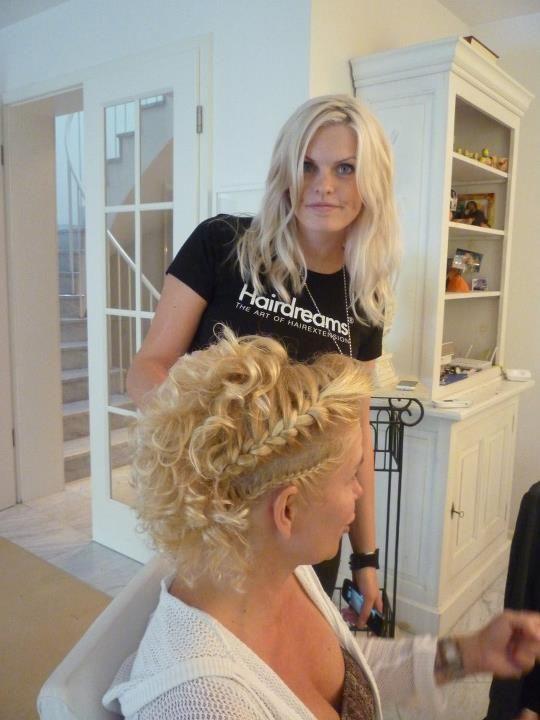 Sarah-Zirpins-Claudia-Effenberg in TV: Promi-Friseurin Sarah Zirpins für Talkshow oder Doku zu Haaren, Beauty, Styling und Lifestyle
