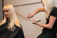 Sarah-Zirpins-bei-der-Arbeit-2-200x132 in TV: Promi-Friseurin Sarah Zirpins für Talkshow oder Doku zu Haaren, Beauty, Styling und Lifestyle