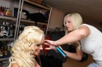 Sarah-Zirpins-bei-der-Arbeit-200x132 in TV: Promi-Friseurin Sarah Zirpins für Talkshow oder Doku zu Haaren, Beauty, Styling und Lifestyle