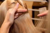Sarah-Zirpins-bei-der-Arbeit-3-200x132 in TV: Promi-Friseurin Sarah Zirpins für Talkshow oder Doku zu Haaren, Beauty, Styling und Lifestyle